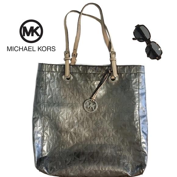6de57dd47180dc Michael Kors XL Jet Set Mirror Metallic Tote. M_5c38b541c9bf5030fb389e93.  Other Bags ...